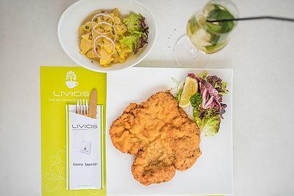 Livios Café, Bar und Restaurant - Hausmannskost und kulinarische Spezialitäten beim Frühstück und Mittagessen im Livios Restaurant