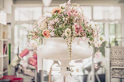 Livios Floristik in Hainburg an der Donau - Blumen in großer, stilvoller Vase