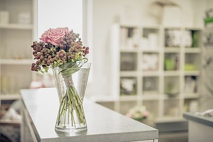 Livios Floristik in Hainburg an der Donau - Blume mit Vase