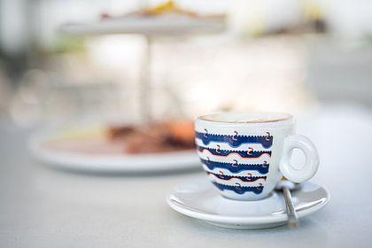 Livios Café, Bar und Restaurant - genießen Sie Ihren Frühstückskaffee in der wundervollen Umgebung