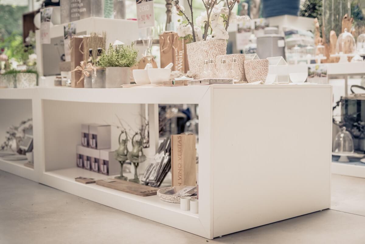 Livios. Gartencenter. Café. Bar. Restaurant. - Große Auswahl an wunderschönen, stilvollen Produkten rund ums Garten, Haus und Wohnen